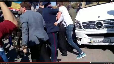 Шуфрич вчера спасался на том же автобусе, который в феврале обслуживал «титушек»
