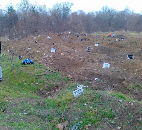 media_1415955431 Новые  массовые могилы в России - без имен и крестов (фото)