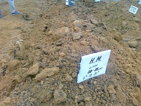 media_1415956098 Новые  массовые могилы в России - без имен и крестов (фото)